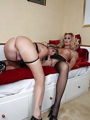 Two transsexual hotties sucking and fucking