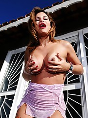 Naughty TS sweetheart Viviane posing outdoors