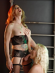 TS Jasmine getting her hard fat cock sucked by Heidi