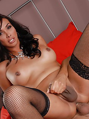 Brunette hottie Vaniity getting her wet asshole drilled