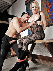 Shakiria Voguel gets bound and fucked