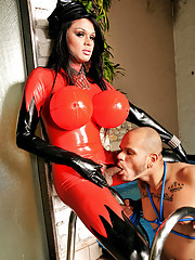 Hardcore sex action with a ts in latex