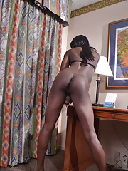 Chocolate beauty Tymesha stripping and posing