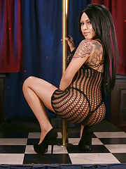 Gorgeous tgirl Neveah Sky posing in sexy fishnet