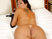 Karol Lopes masturbates on her bed and blows a load