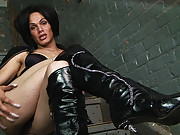Foxi shows off her kinky side in boots