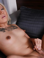 Blonde sweetie Leslie exposing her goodies