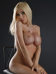 Seductive big titted hottie Kimber James posing