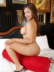 Unbelievably cute Carmen Moore posing on the bed