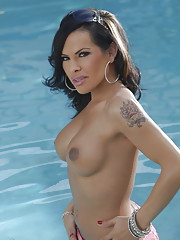 Seductive transsexual Foxxy posing in the pool