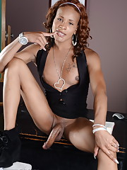 Ebony transsexual Chyna posing her long hot cock