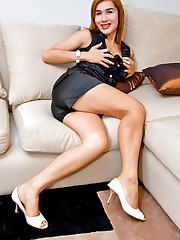 Naughty tranny Sindy showing her crack and hard-on
