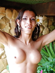 Shemale temptress shows off her shemeat