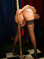 Hot transsexual Melissa Raven pole dancing