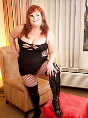 Lovely TS Cinnamon poses in knee high boots