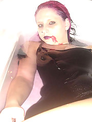 Picture collection of an emo babe who got naked in a tub