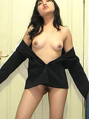Pictures of a pretty Asian chick posing naked