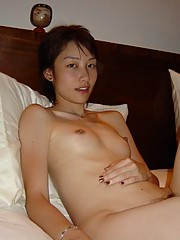 Sweet Chinese GF allows BF to take pics of her naked body