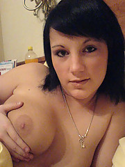 Selfpics of a kinky heavy-chested babe