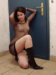 Pictures of an amateur hottie in fishnets and leather boots