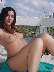 Beach babe in the nude