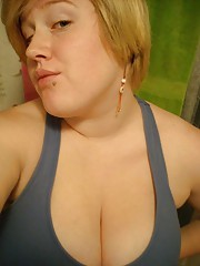Short-haired BBW camwhoring for her BF