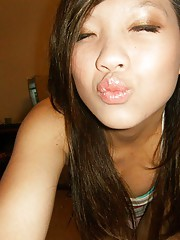 Asian sweetie camwhoring and looking gorgeous
