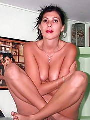 Photo gallery of a naked amateur slim housewife