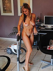 Photo set of a naked MILF in the livingroom