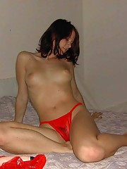 Photo gallery of an amateur babe poking her pussy