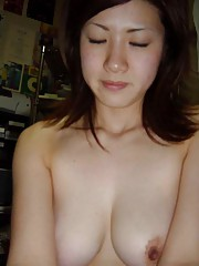 Photo gallery of an amateur sexy Thai GF displays her breasts