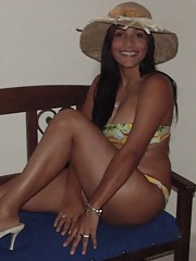 Picture selection of an amateur Latina babe in her hot bikini