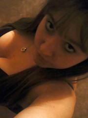 Photo gallery of an amateur camwhoring chunky girlfriend