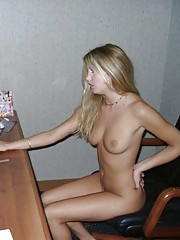 Blonde gets off on her own pictures from the PC