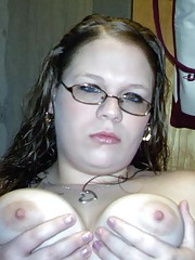 Pictures of an amateur chubby camwhoring babe