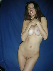 Picture collection of an amateur kinky sexy hottie posing naked