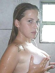 Picture collection of an amateur sexy naked cutie in the showers