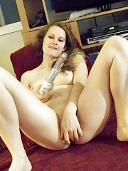 Hot naked babe fingering and dildoing her shaved twat