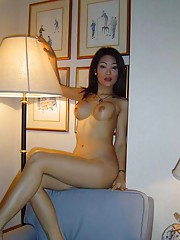 Photo collection of an amateur naked Singaporean honey