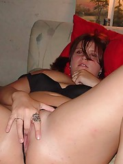 Photo gallery of an amateur slutty BBW spreading her legs