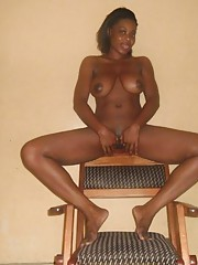 Ebony girlfiend posing nude and spreading at home